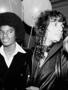 96757_steve-rubell-michael-jackson-aerosmiths-steven-tyler-and-cherrie-currie-of-the-runaways-at-studio-54-nyc-may-31-1977.jpg
