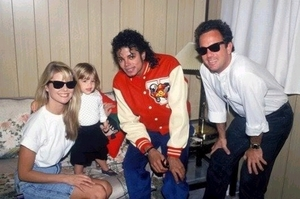 Mike-Billy-Joel-and-family-michael-jackson-10222787-530-353.jpg